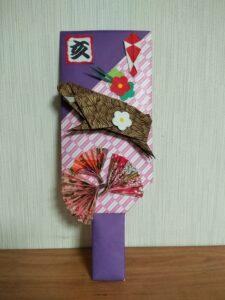 折り紙で作った干支イノシシの羽子板2