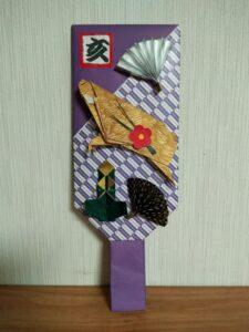 折り紙で作った干支イノシシの羽子板